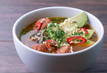 Vegetariana Sopa de Albondigas con Hongos (Vegetarian Meatball and Mushroom Soup)